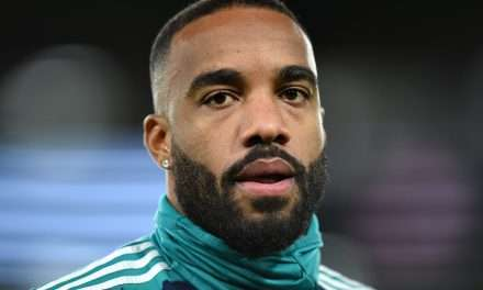 Lacazette Plan B for Atlético Madrid should Cavani deal fail