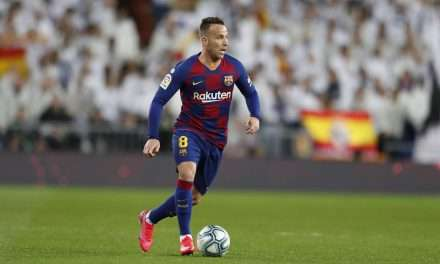 Juventus and Barcelona wait on Arthur decision