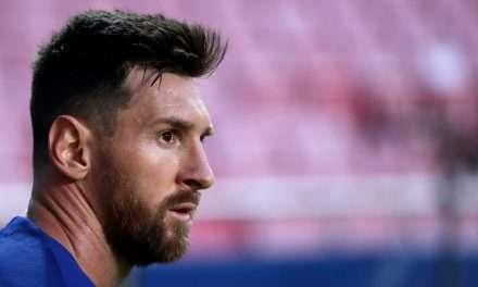 Lionel Messi announces decision to stay at Barcelona